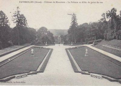 Château de Maucreux - La pelouse et allée du point de vue